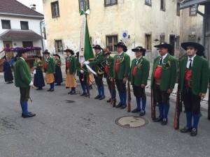 Schützenkompanie Telfs angetreten.